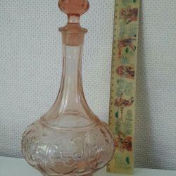 Decantor de sticlă roz. Antichități.
