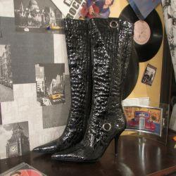 Model boots.