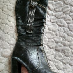 Boots p.37-38. 200 rub. Leather.