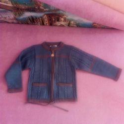 Ζεστή μπλούζα για ένα αγόρι ή κορίτσι