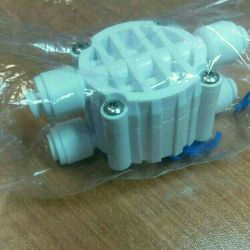 Four way shut-off valve for osmosis