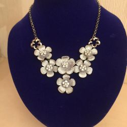 Necklace and earrings company Gene