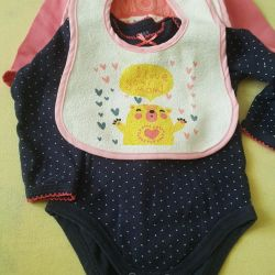 Two bodys and two bibs 56-62 cm
