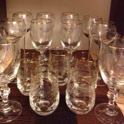 Фужеры, стаканы, графин.
