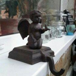 Ангел чугунный с крючком скульптура