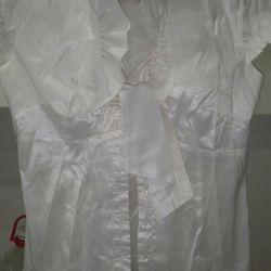 Блузки для девочки бу..две шт
