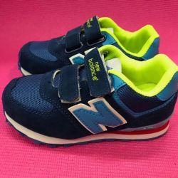 Новые яркие кроссовки(в размерах)