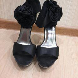 Sandale pe platformă