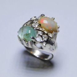 Zümrüt ve opal ile gümüş yüzük