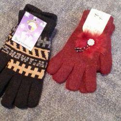 ✔ Gloves