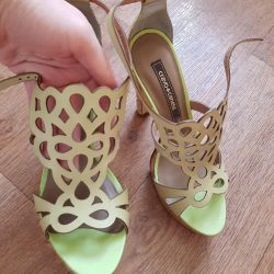 Chic new sandals, 38.5-39.Natural leather, Brazil