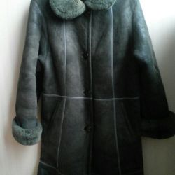 The sheepskin coat is natural, the size is 48-50-52