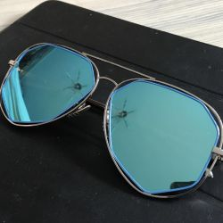 Τα γυαλιά καθρέφτη νέο