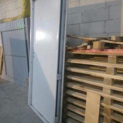 Ușa este intrare metalică nouă