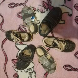 A package of shoes 25r. In good condition