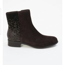 I sell new (in the box) women's shoes