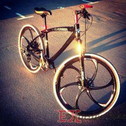 Alaşım jantlar üzerinde şık, siyah bisiklet BMW x1