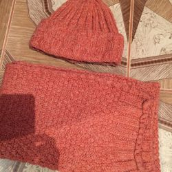 Autumn hat with a scarf