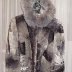 I will urgently sell a fur coat