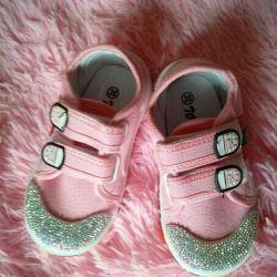 Pantofi noi cu pietre