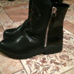 Women's boots (new)