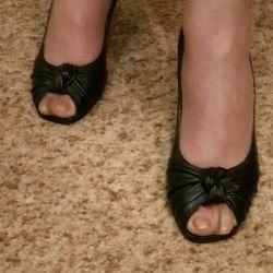 Kadın ayakkabısı.
