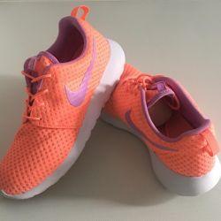 Nike Roshe Run spor ayakkabı