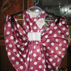 Genç bir bayan için lüks yeni elbise
