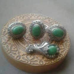 Silver set with natural malachite