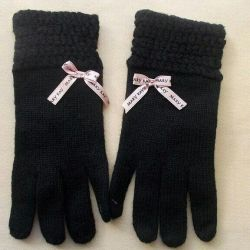 Women's classic gloves.