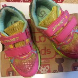 Αθλητικά παπούτσια για το κορίτσι 31 λύση