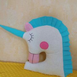 Unicorn jucărie pernă, lateral.