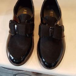 Okul için ayakkabı ve botlar