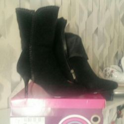Boots. New. R.39