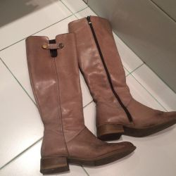 ?? Boots essi. Demi 36 size.