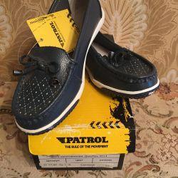 Vindem pantofi noi pentru o fată