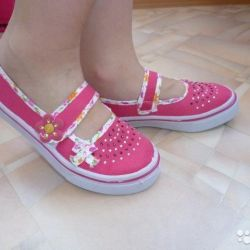 Baby moccasins, sneakers, sneakers for girls