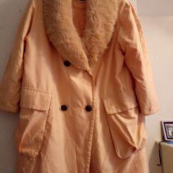 Jacheta este lungă de 50-52-54 de femei