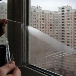 Захисна рідка плівка на вікно