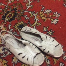 Sandals δέρμα σε μια πλατφόρμα ποιότητας