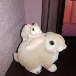 Большая крольчиха с кроликом керамика