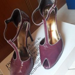 Italian shoes, minimal wear, aubergine