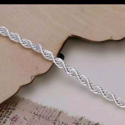 A new bracelet. The length is 20 cm.