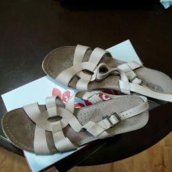 Sandale (piele) la scară largă