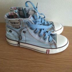 Sneakers 34