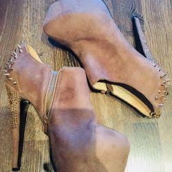 Ghete de cizme sunt noi.
