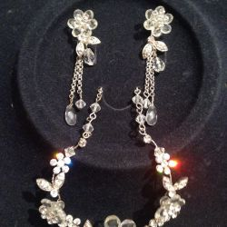 NECKLACE AND EARRINGS FOR A WEDDING