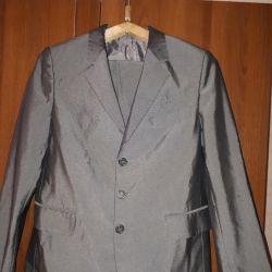 Продам подростковый брючный костюм.Разм.44-46