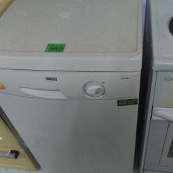 Mașina de spălat vase Zanussi.