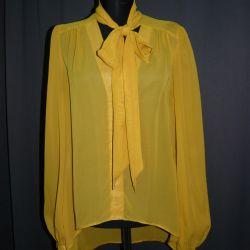 Μουστάρδα χρώμα μπλούζα τόξο νέα ατμόσφαιρα
